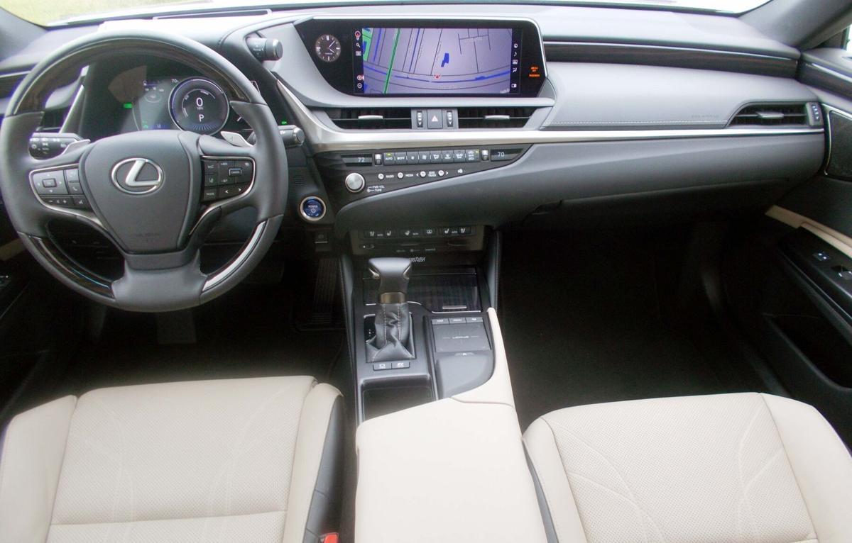 2021 Lexus ES350h cabin.jpg