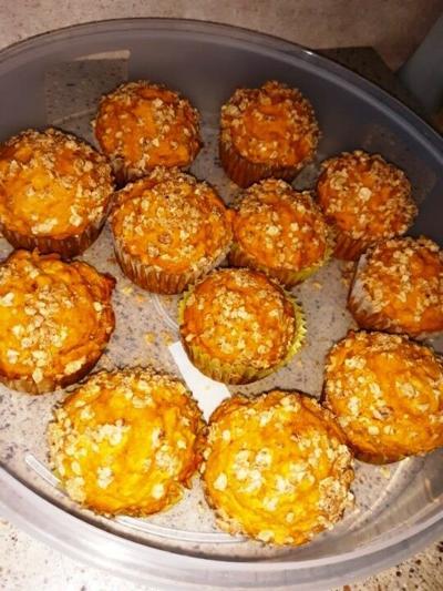 pumpkin oatmeal muffins 2.jpg