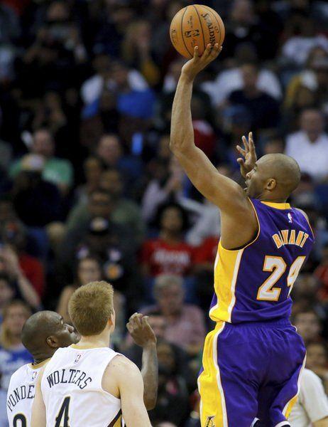 Kobe to be re-examined before deciding injury fate