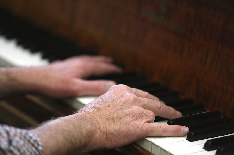 Pianist to debut concerto after losing finger