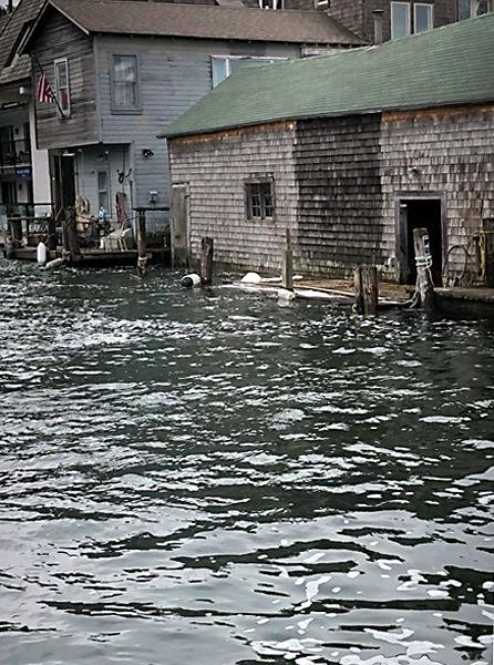 NWS: Dangerous conditions along shoreline