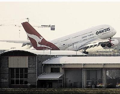 Qantas A380 returns after blowout | Archives | record-eagle com