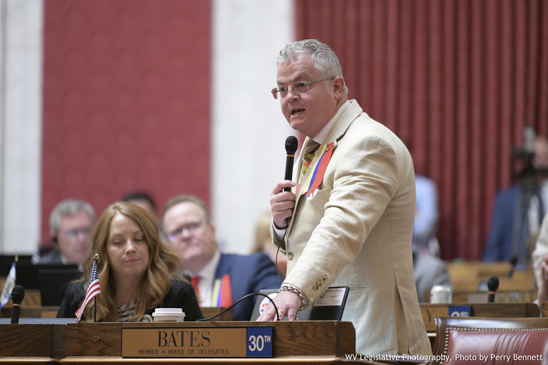 House advances its own omnibus education bill to second reading