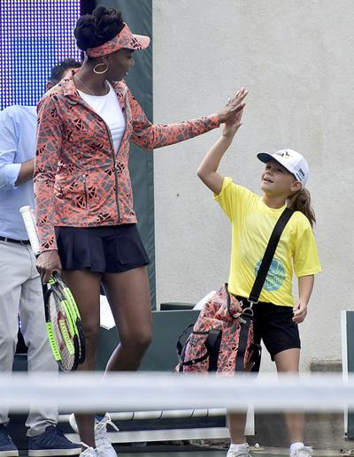 Wimbledon Williams Sisters Wow >> Williams Sisters To Play Today At The Greenbrier Champions Tennis