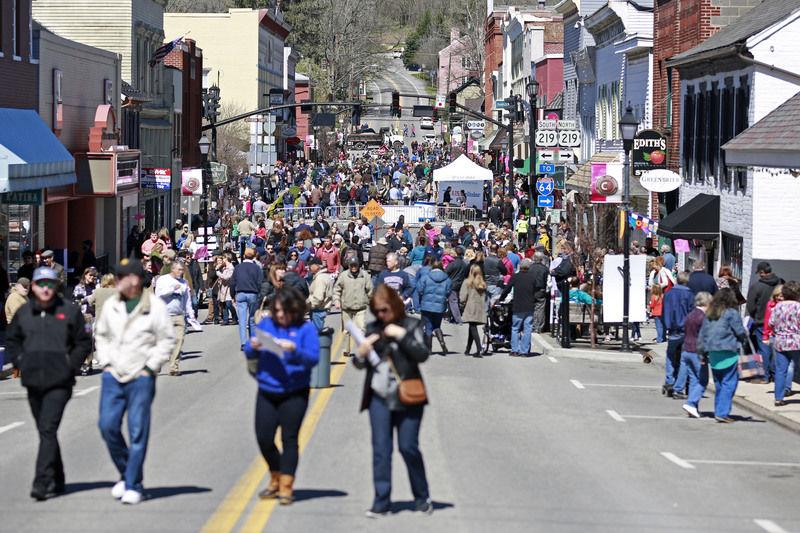 Sweets-seekers swarm downtown Lewisburg