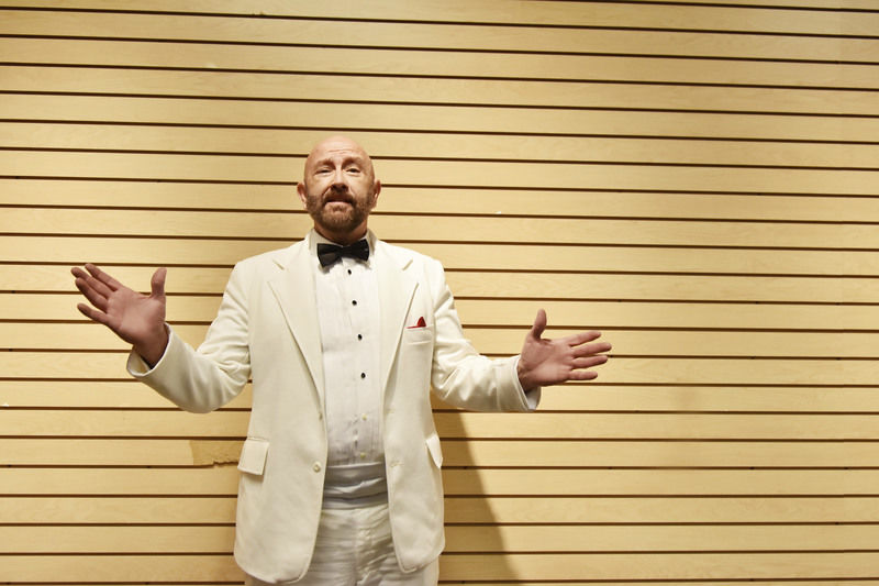 """With personality and passion, """"Singing Superintendent"""" brings Daddy Warbucks to life"""