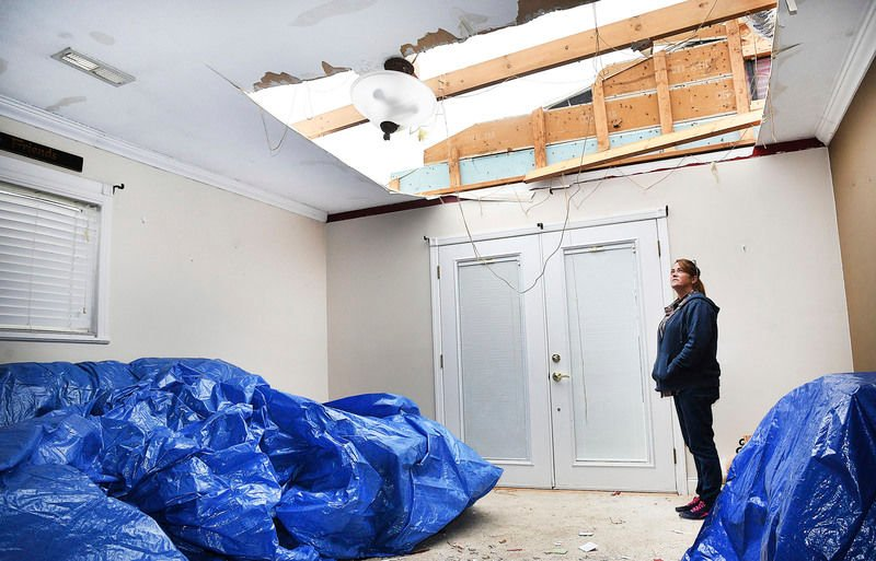 Strong winds take roof off home