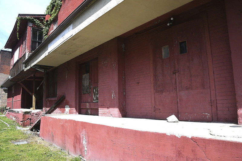 Hinton takes next step in downtown revitalization project with cleanup of unoccupied ice plant