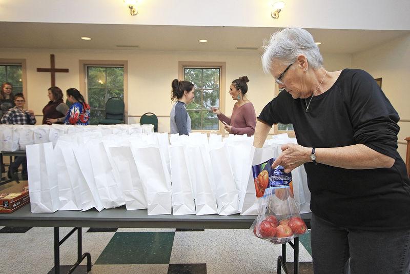 Community quickly organizes to feed schoolchildren