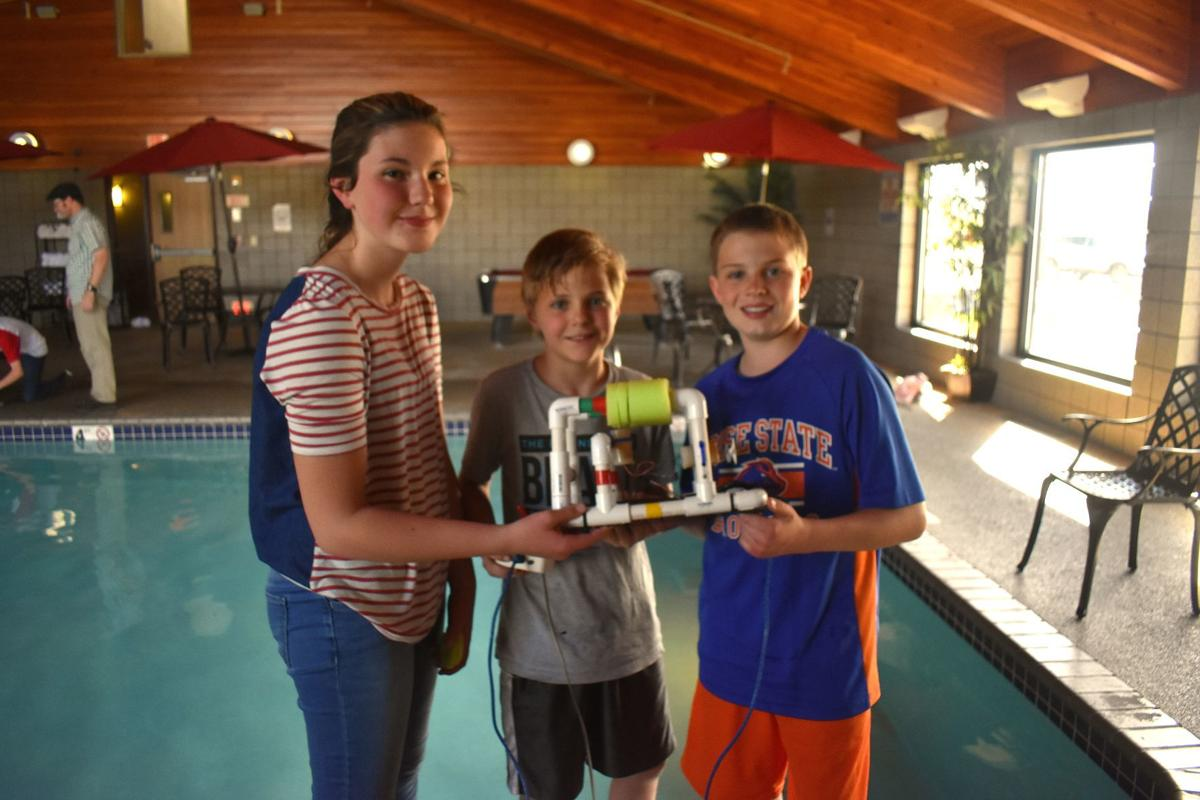 Naval Nuclear Lab engineers help  sixth Graders create underwater robots