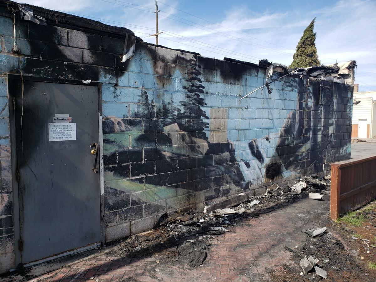 5 Mile bar fire, exterior shot
