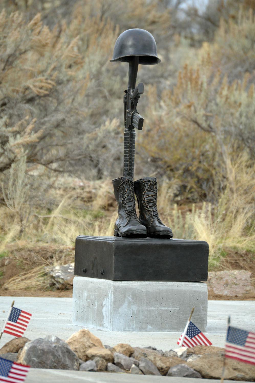 memorial honoring veterans dedicated at plano cemetery