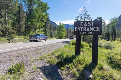 Yellowstone East Entrance Road and sign