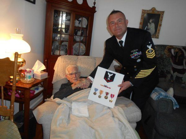 World War II veteran receives lost medals