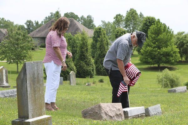 Volunteers want a flag on every veteran grave