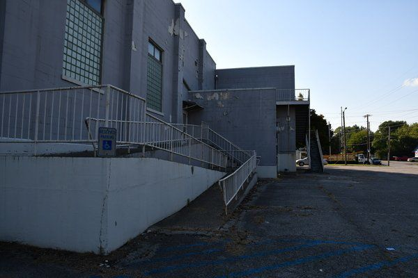 <span>City offers armory building to county for inmate overflow</span>