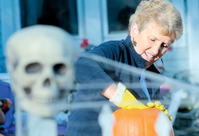 10-26-Pumpkin-Carving3.jpg