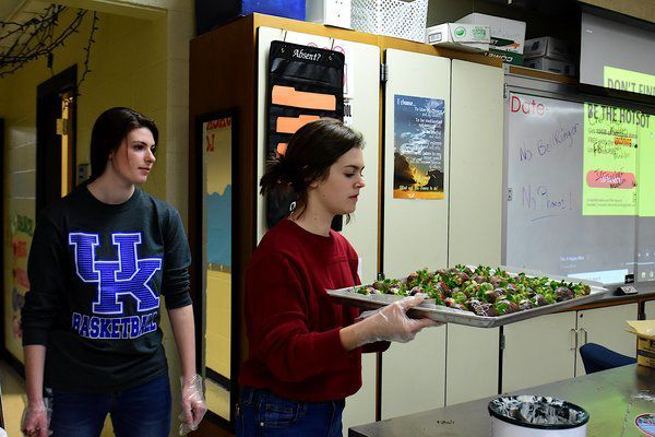Madison Southern FCCLA hosts chocolate covered strawberry fundraiser