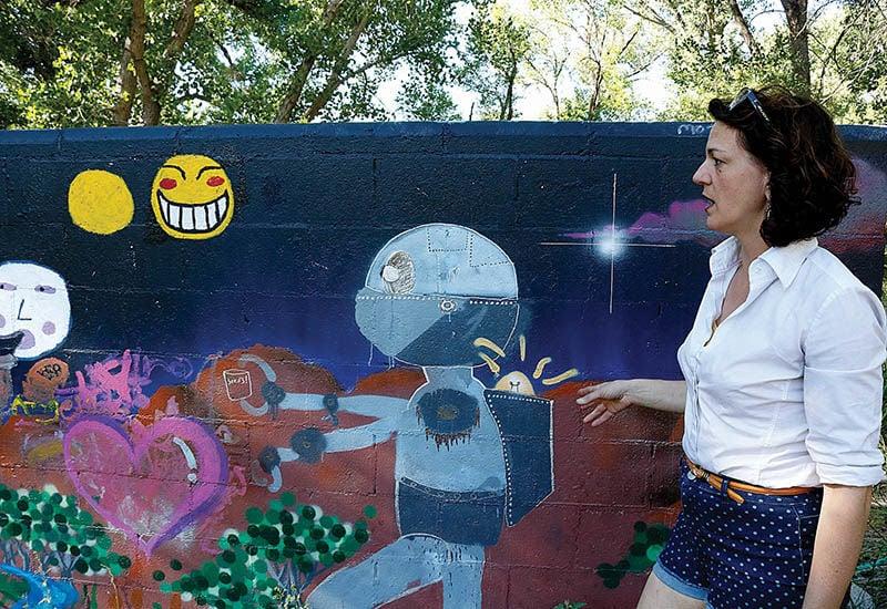 leona hillary mural