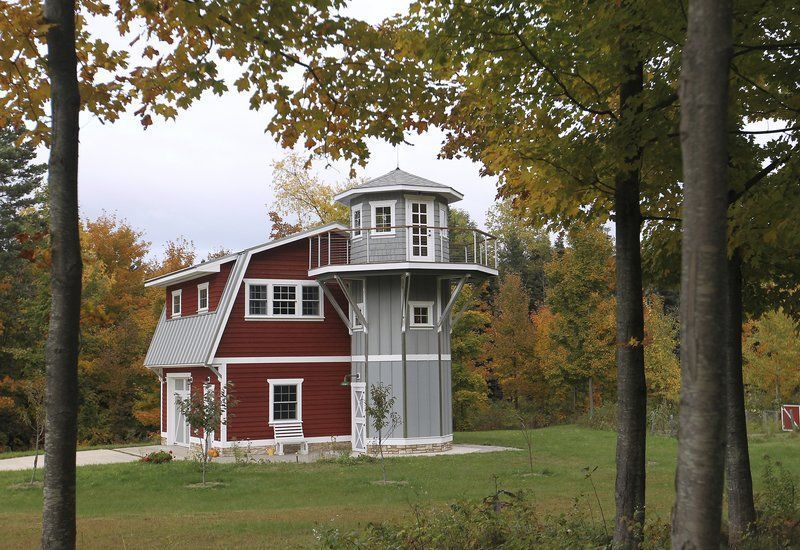 Couple joins small home movement with reproduction barn, silo