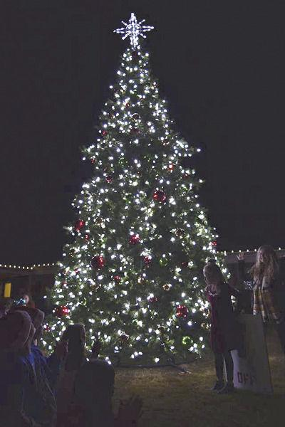 royse citys annual christmas tree lighting and downtown holiday celebration last week was a rollicking success with several hundred citizens in attendance