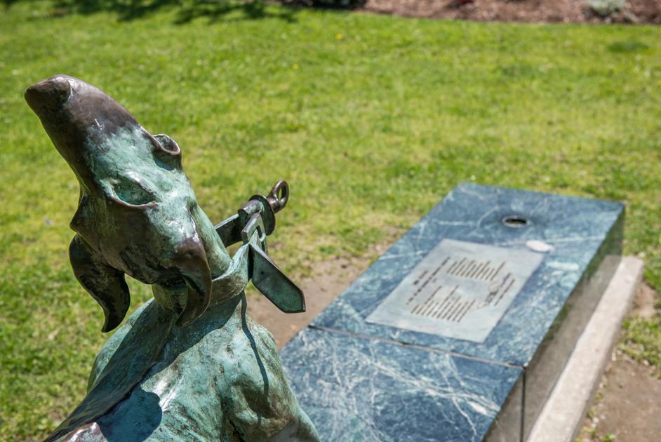 'Leash' sculpture damaged again