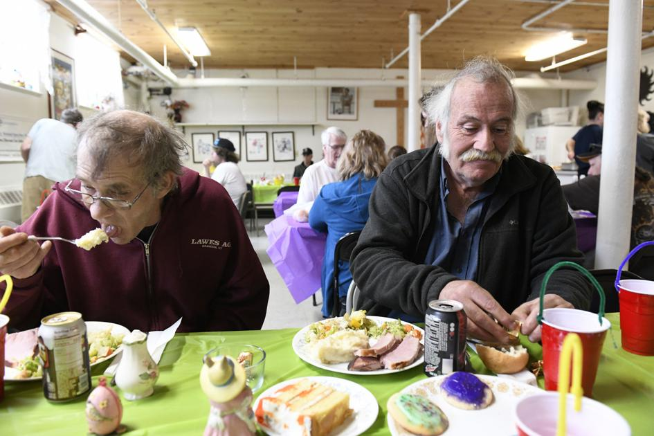 Casella brings Easter dinner to Open Door Mission