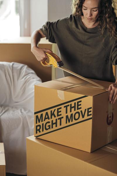 moving_-packing-box-in-bedroom-4247770_CMYK.jpg