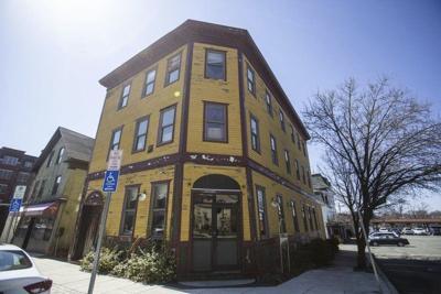 Senatorto look into tax credit loophole