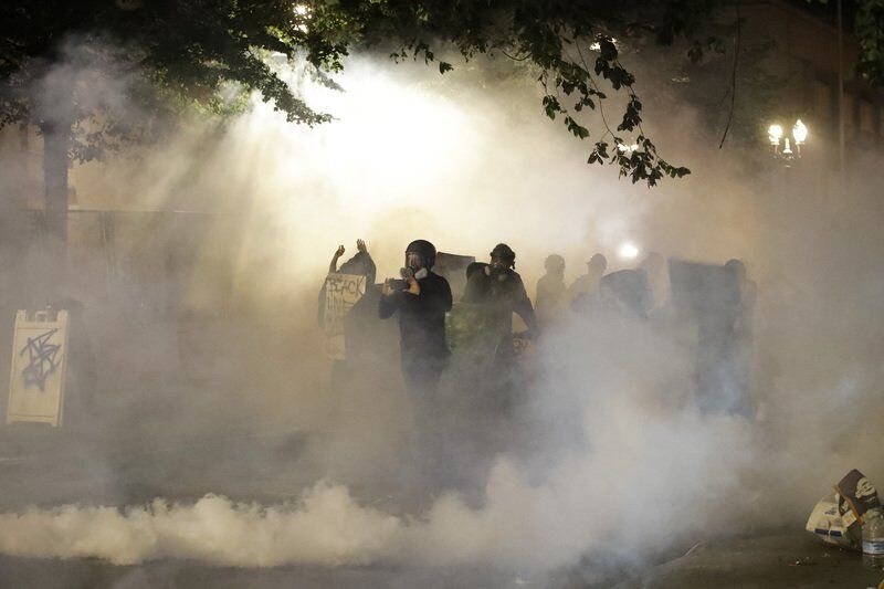 Oregon governor says US agents will start leaving Portland