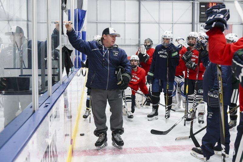 Leonard headed into Mass. State Hockey Coaches Hall of Fame this weekend
