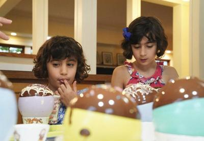 New book teaches kids the 'science' of cooking