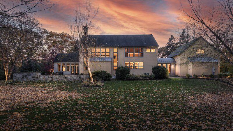 Sleek west coast design meets bucolic New England landscape