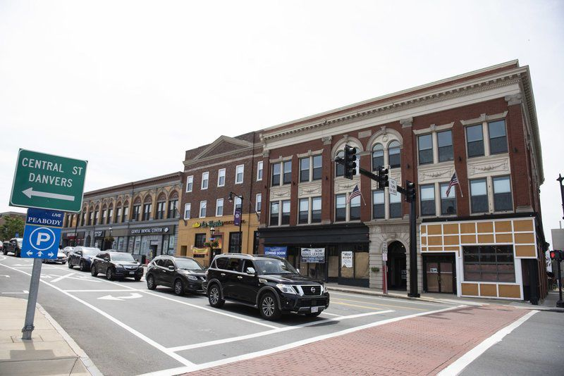 Bank, financial adviser and country music to fill 1 Main St.