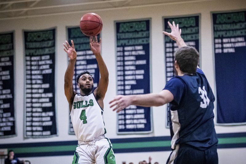 TALE OF TWO HALVES: Endicott men shine early, but No. 5 Middlebury takes over in second half