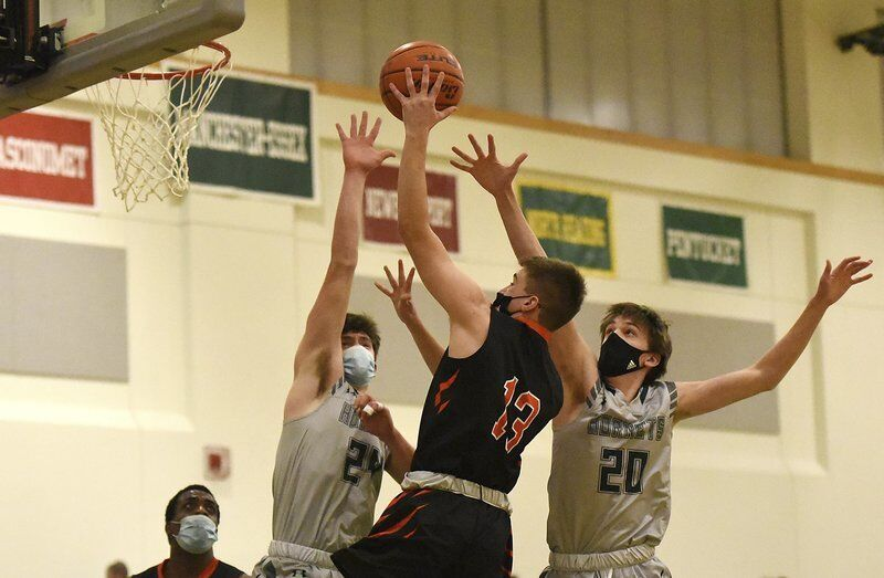 Ipswich tops Manchester Essex, advances to Baker title game