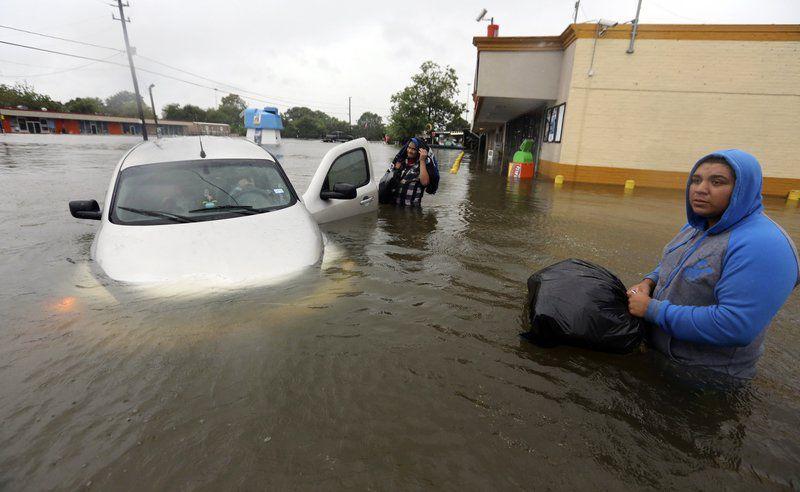 Christie calls Cruz 'disgusting' over hurricane relief