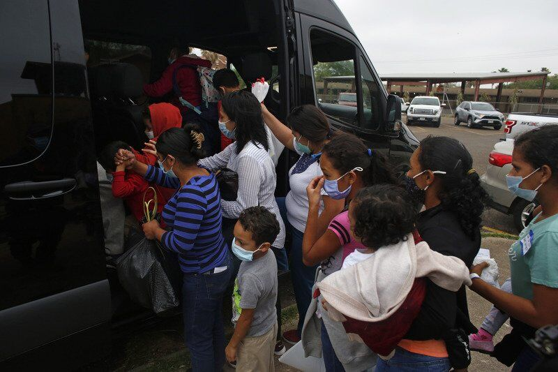 Migrants freed without court notice -- sometimes no paperwork