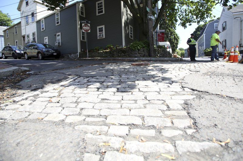 Historic cobblestones hit a bumpy patch River Street neighbors like historic look, but city has other concerns