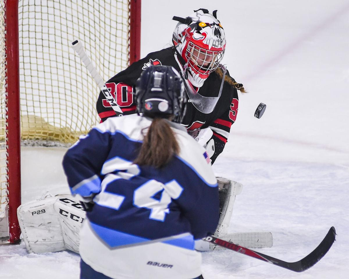 Marblehead at Peabody girls varsity hockey game