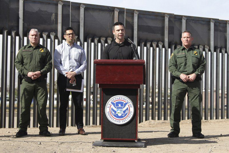 More US officers reassigned to deal with border crush