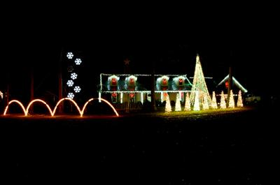 Frazier Farms\' annual Christmas light show underway ...