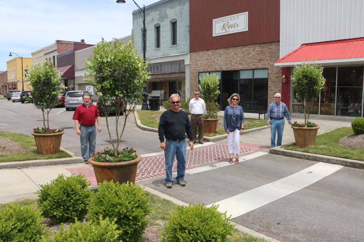 Boaz decorates downtown - council, chamber