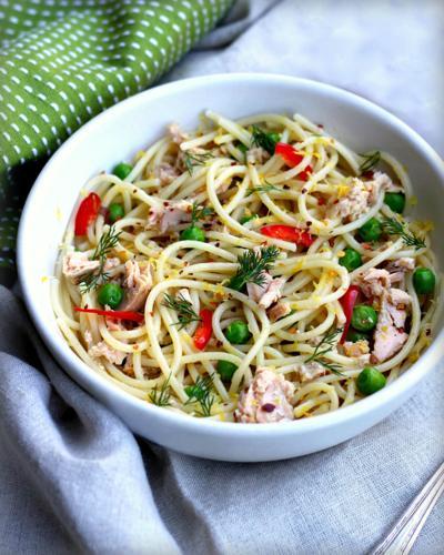 Spaghetti With Tuna, Peas and Lemon
