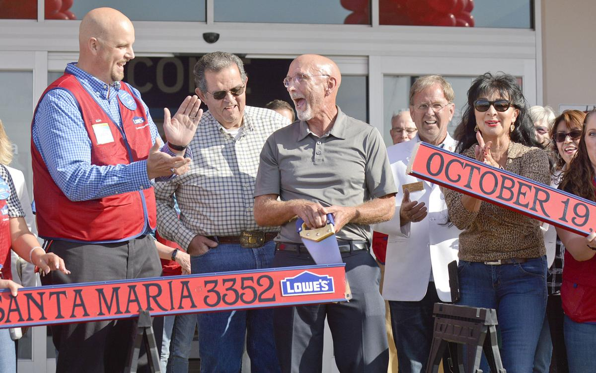 101917 Lowes opens 02.jpg