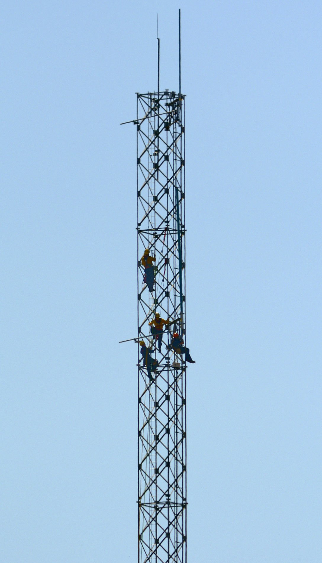 Worker rescued after climbing radio tower at Los Flores Ranch Park