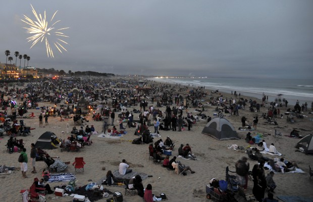 pismo beach streets closing early for fireworks show
