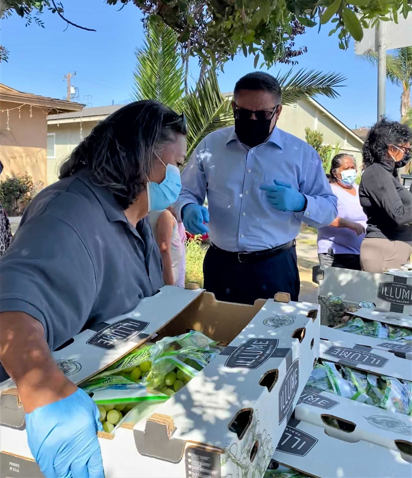091621 Carbajal assists at Agricultores con Buena Salud.jpg