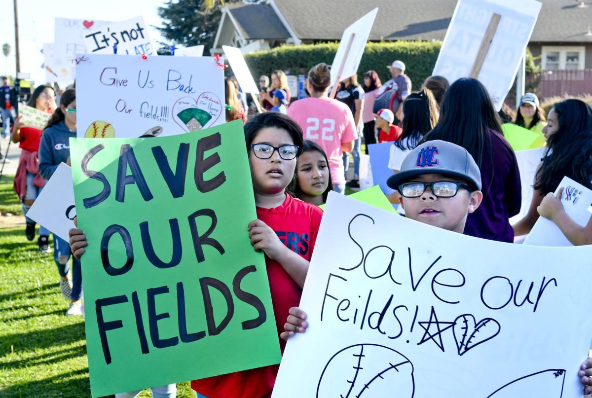 100719 Field protest 01.jpg