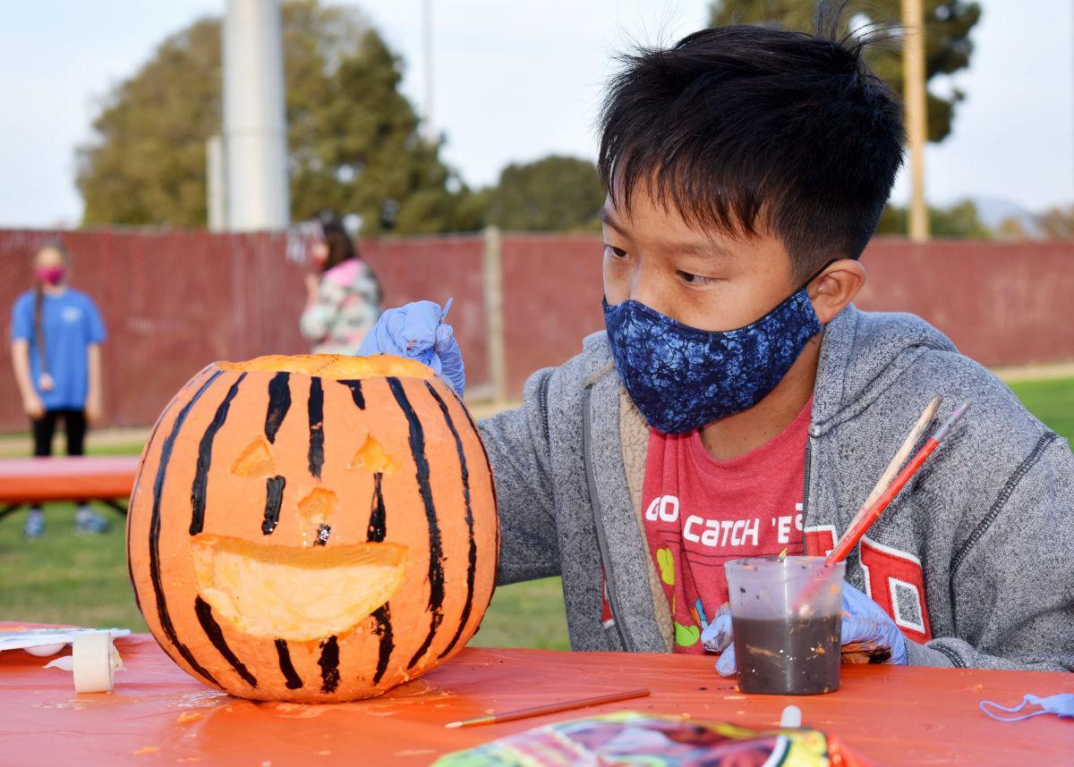 102820 Teen Pumpkin Carving 01